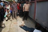 People gather around the body of Bangladeshi professor Rezaul Karim Siddique after he was hacked to death by unidentified attackers in Rajshahi on April 23, 2016 (AFP Photo/Md. Abdullah Iqbal)