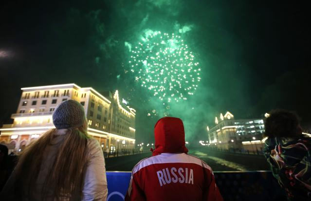 Fireworks explode after an evening concert in Rosa Khutor, near Sochi, during the 2014 Sochi Winter Olympics February 15, 2014. REUTERS/Mike Segar (RUSSIA - Tags: SPORT OLYMPICS)