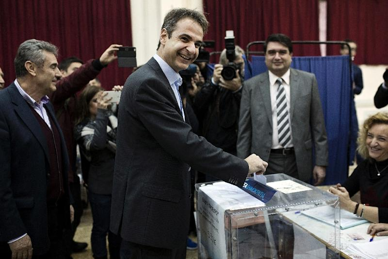 Candidate for the leadership of Greece's conservative New Democracy party, Kyriakos Mitsotakis casts his ballot at a polling station in Athens on January 10, 2016 (AFP Photo/Angelos Tzortzinis)