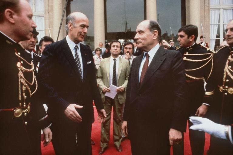 Former French president Valery Giscard d'Estaing (L) prepares to shake hands with his socialist successor Francois Mitterrand before leaving the Elysee Palace after the transfer of power, on May 21, 1981