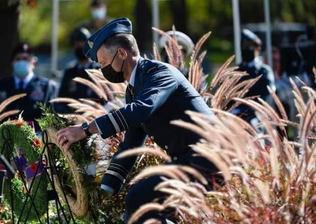 Lt.-Gen. Al Meinzinger lays a wreath at the Beechwood National Military Cemetery on Sunday at a ceremony marking the 81st anniversary of the Battle of Britain. (Justin Tang/The Canadian Press - image credit)