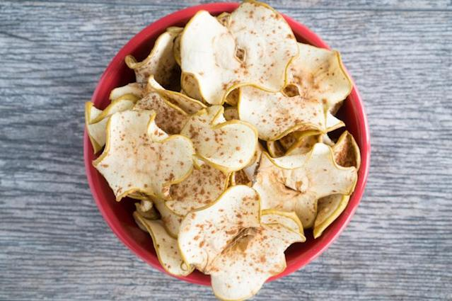 """<p>Children's nutritionist Jenny Edelstein recommends adding homemade cinnamon apple chips to your child's school lunch box to ensure they're getting one of their five a day. This particular recipe can be found over at <a href=""""https://www.freeyourfork.com/cinnamon-spiced-apple-chips/"""" rel=""""nofollow noopener"""" target=""""_blank"""" data-ylk=""""slk:Free Your Fork"""" class=""""link rapid-noclick-resp"""">Free Your Fork</a>. </p>"""