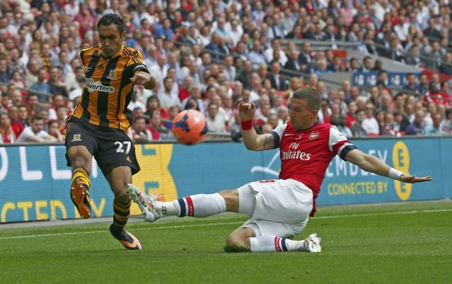 Hull City's Ahmed Elmohamdy (L) is challenged by Arsenal's Lukas Podolski during their FA Cup final soccer match at Wembley Stadium in London, May 17, 2014. REUTERS/Darren Staples (BRITAIN - Tags: SPORT SOCCER)