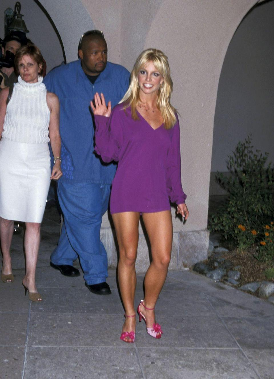 <p>One look at this pic and you'll be an expert in color blocking—just peep the hot-pink sandals paired with an oversize purple sweater. Don't mind me when I wear this same 'fit tomorrow.</p>