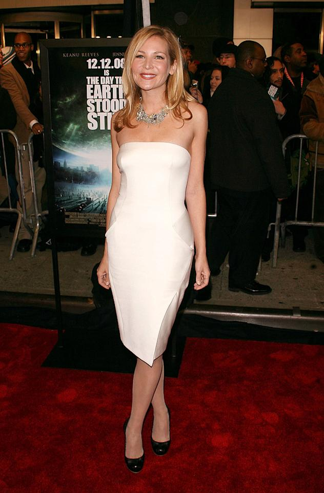 "<a href=""http://movies.yahoo.com/movie/contributor/1804495501"">Jennifer Westfeldt</a> at the New York premiere of <a href=""http://movies.yahoo.com/movie/1809966785/info"">The Day the Earth Stood Still</a> - 12/09/2008"