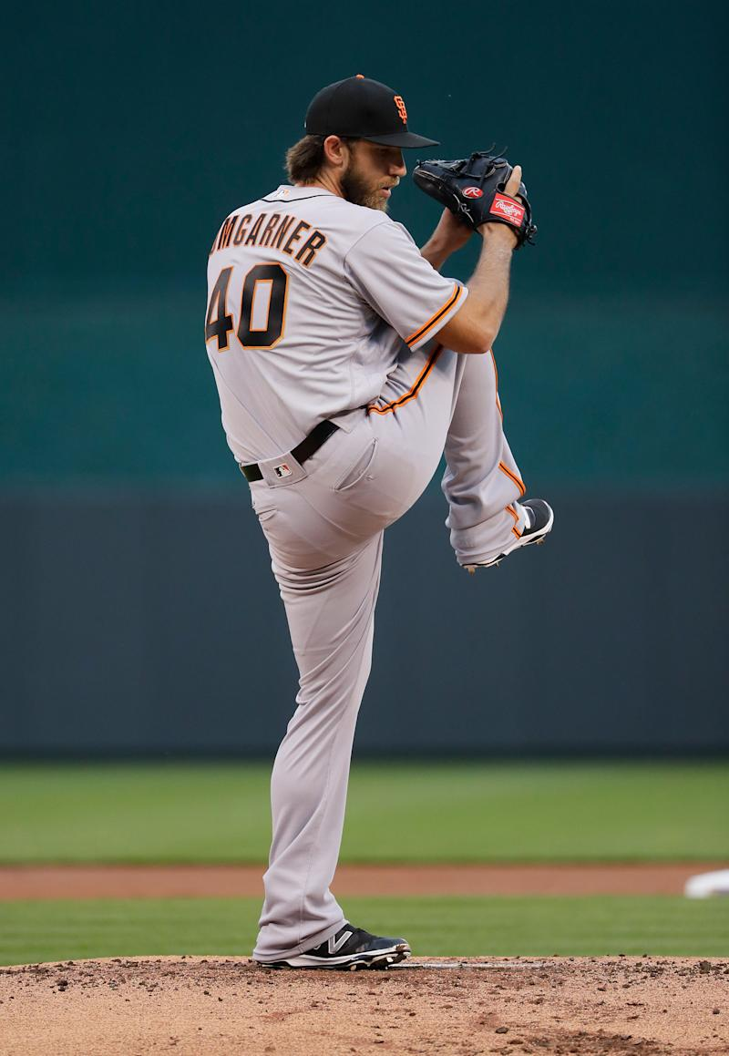 Baseball - Giants' Bumgarner hurts shoulder, ribs in dirt bike accident