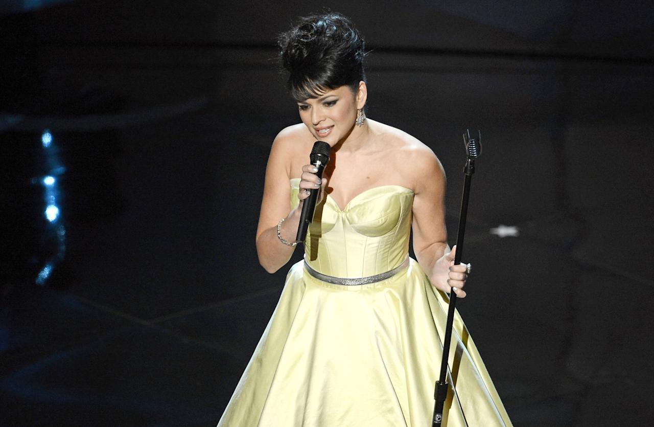 HOLLYWOOD, CA - FEBRUARY 24:  Singer Norah Jones performs onstage during the Oscars held at the Dolby Theatre on February 24, 2013 in Hollywood, California.  (Photo by Kevin Winter/Getty Images)