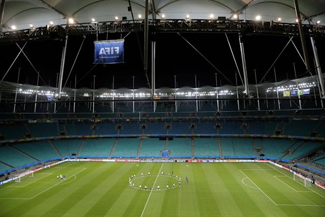 Netherlands' national team stretch during an official training session the day before the group B World Cup soccer match between Spain and the Netherlands at the Arena Ponte Nova in Salvador, Brazil, Thursday, June 12, 2014. (AP Photo/Christophe Ena)