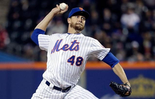Mets express optimism despite Jacob deGrom's 'barking' right elbow. (AP)