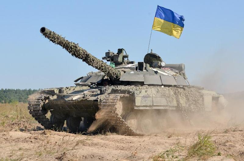 Ukraine soldiers take part in a military drill in the Kharkiv region, on September 18, 2014 (AFP Photo/Sergey Bobok)