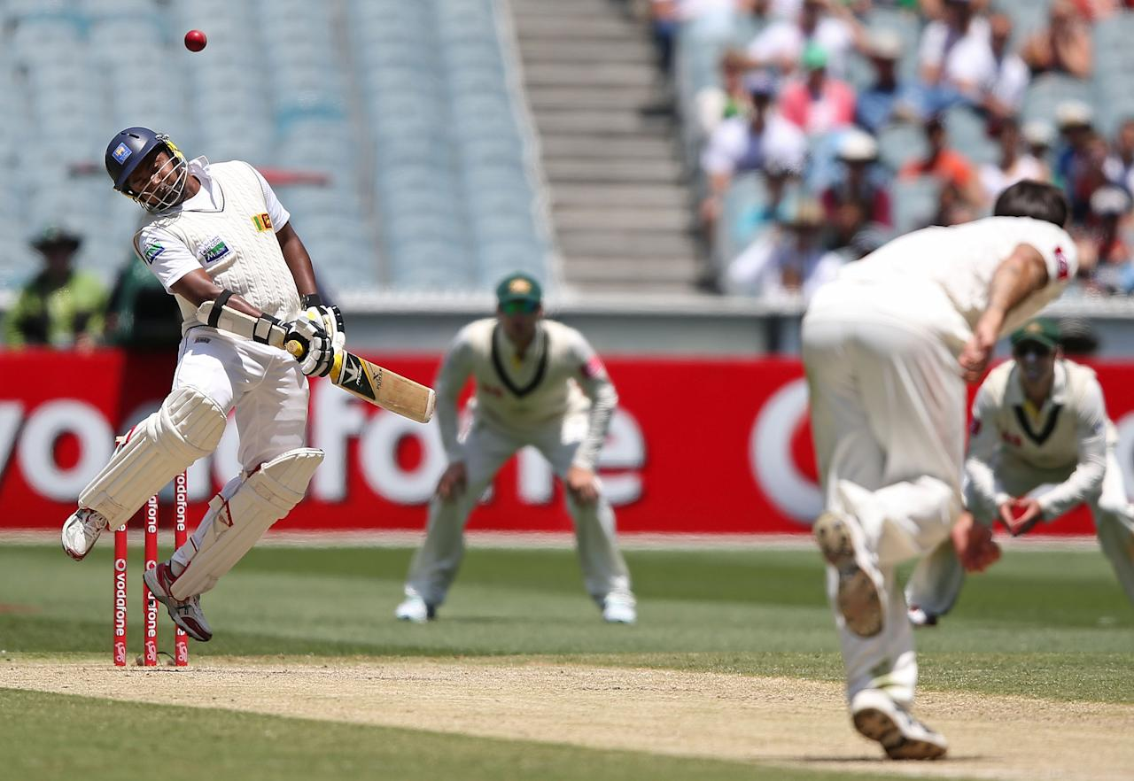 MELBOURNE, AUSTRALIA - DECEMBER 28:  Mitchell Johnson of Australia bowls a bouncer to Rangana Herath of Sri Lanka during day three of the Second Test match between Australia and Sri Lanka at Melbourne Cricket Ground on December 28, 2012 in Melbourne, Australia.  (Photo by Michael Dodge/Getty Images)