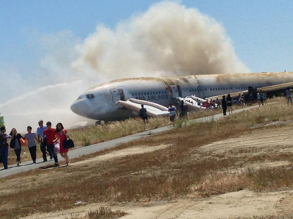 Report: Before Asiana crash, government was warned about problems with airplane escape slides