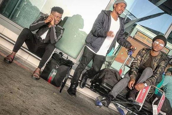 Row: The passengers said they were escorted off the Comair flight to make way for another customer whose seat broke: @murdahbongz