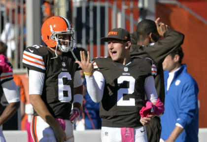 Browns backup QB Johnny Manziel (2) talks with Brian Hoyer during the win over the Steelers. (AP)