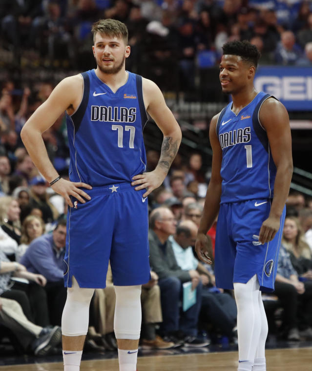Luka Doncic(圖左)與Dennis Smith Jr. 。(AP Photo/LM Otero)