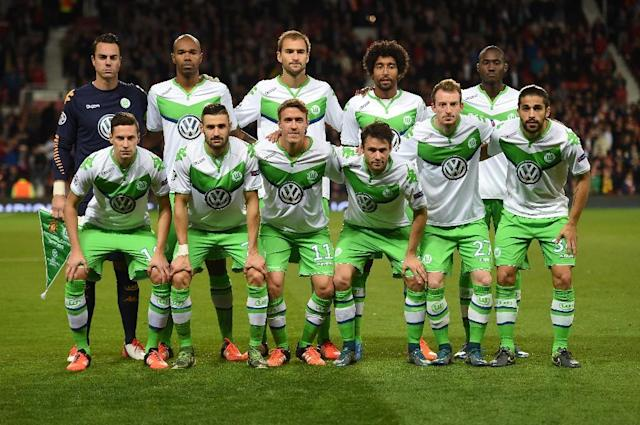 Wolfsburg's team poses ahead of a UEFA Champions League Group B football match against Manchester United at Old Trafford in Manchester on September 30, 2015 (AFP Photo/Paul Ellis)