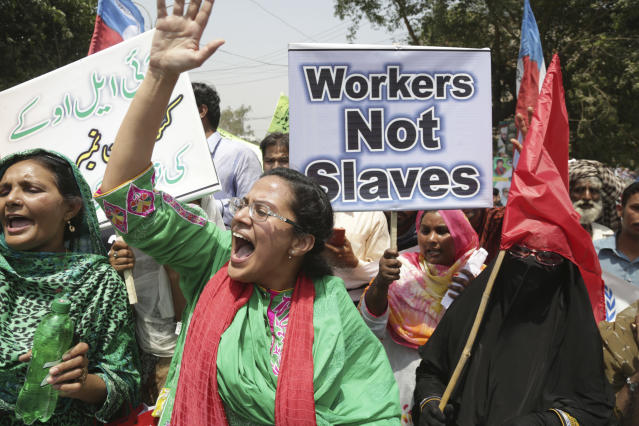 <p>Pakistani workers participate in a rally on the International Labor Day in Lahore, Pakistan, May 1, 2018. Pakistan observed Labor Day on Tuesday along with other nations worldwide. (Photo: K.M. Chaudary/AP) </p>