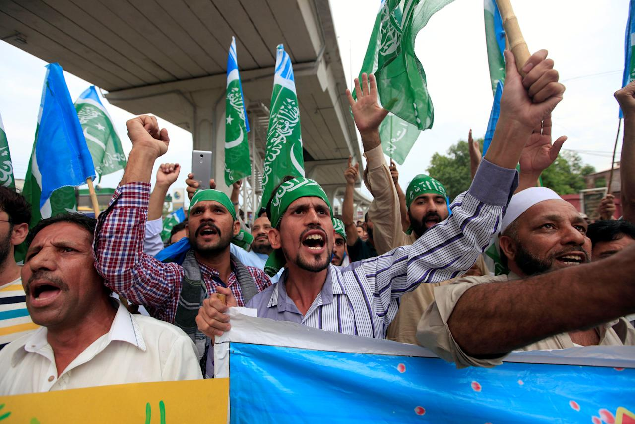 Supporters of religious and political party Jamaat-e-Islami (JI) chant slogans during a protest against the U.S. decision of putting the leader of an anti-India militant group Syed Salahuddin on its list of global terrorists, in Rawalpindi, Pakistan June 28, 2017. REUTERS/Faisal Mahmood