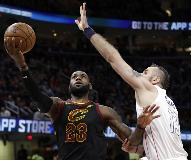"<a class=""link rapid-noclick-resp"" href=""/nba/players/3704/"" data-ylk=""slk:LeBron James"">LeBron James</a> is using a period in his career when most great ones make their fans wince to instead give them more reasons to be mesmerized. (AP Photo)"