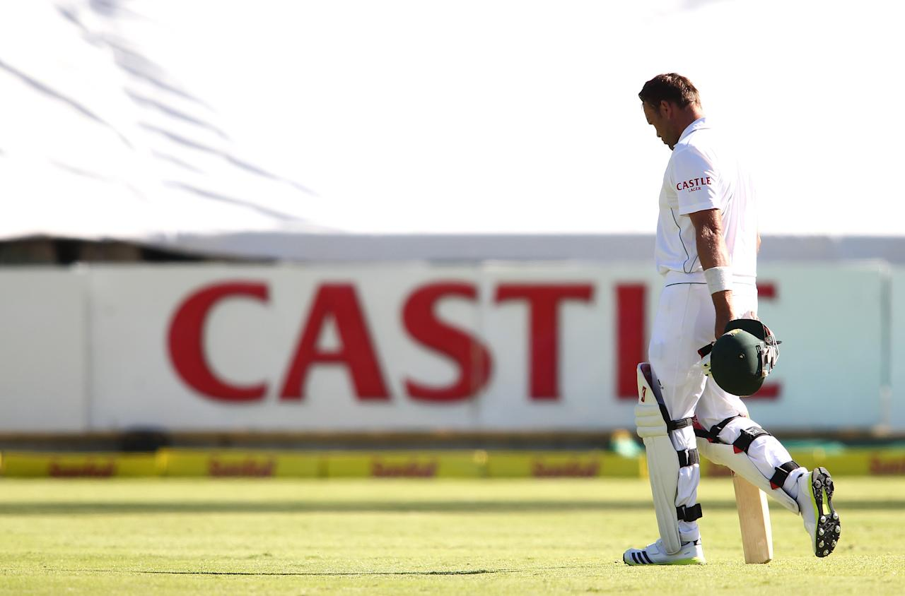 CAPE TOWN, SOUTH AFRICA - FEBRUARY 15: A dejected Jacques Kallis of South Africa walks back to the change room after losing his wicket during day 2 of the 2nd Sunfoil Test match between South Africa and Pakistan at Sahara Park Newlands on February 15, 2013 in Cape Town, South Africa. (Photo by Shaun Roy/Gallo Images/Getty Images)