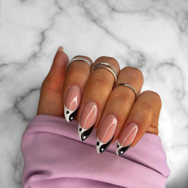 "<p>Manicure con unghie a mandorla yin e yang.</p><p><a href=""https://www.instagram.com/p/CMQGV4EsJ4q/?igshid=qzj7krytbqa5"" rel=""nofollow noopener"" target=""_blank"" data-ylk=""slk:See the original post on Instagram"" class=""link rapid-noclick-resp"">See the original post on Instagram</a></p>"