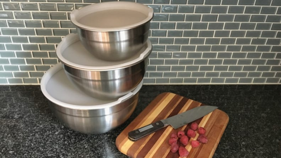 Gifts for bakers: Cuisinart Stainless Steel Mixing Bowls with Lids