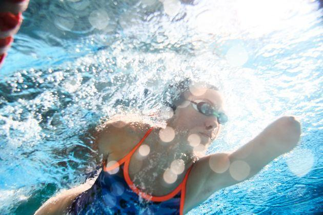 Low-impact cardio workouts, like swimming, can help as you recover from a back injury. (Photo: Tempura via Getty Images)