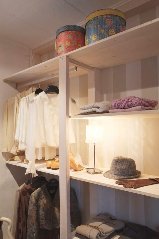 <p>Having a regular declutter and purge session in your closet will help you to free up plenty of space and make sure that you're not hanging onto things that no longer fit or never get worn. Just in case you need extra motivation, remember that if you throw some things out, you'll have space for new season goodies...</p>  Credits: homify / Contesini Studio & Bottega