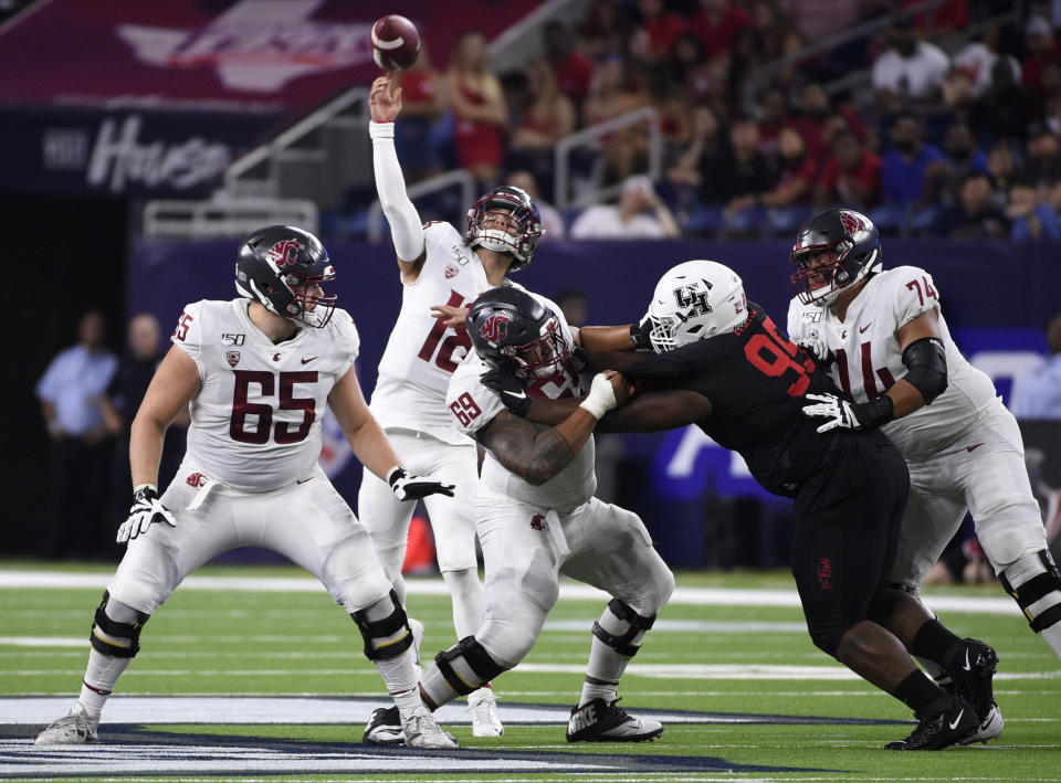 Washington State quarterback Anthony Gordon throws a touchdown pass during the first half of the team's NCAA college football game against Houston, Friday, Sept. 13, 2019, in Houston. (AP Photo/Eric Christian Smith)