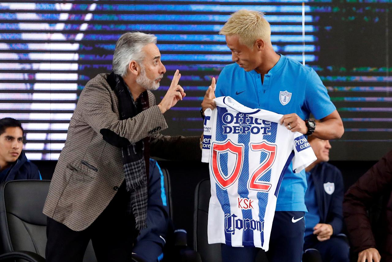 Football Soccer - Presentation of Pachuca's new player Japan's Keisuke Honda- Goalkeeper Academy Miguel Calero, Pachuca, Mexico - July 18, 2017.  Keisuke Honda (R) speaks with Pachuca's President Jesus Martinez during his official presentation. REUTERS/Edgard Garrido