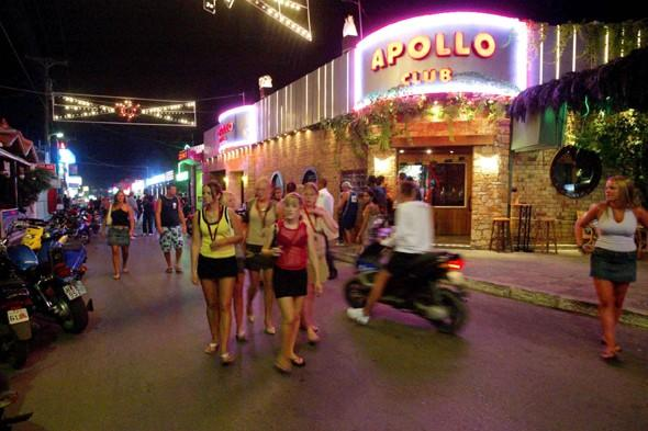 Rowdy British tourists to be kept in 'special drinking zones' in Malia, Crete