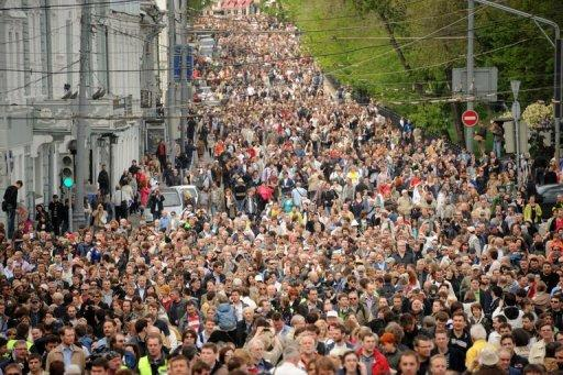 "Thousands of Russian opposition supporters attend a rally against President Vladimir Putin in central Moscow in May 2012. A new law allows Russia authorities to punish de facto organisers of informal ""walking protests"" that have been recently used by the opposition, under the vague definition of ""being en masse simultaneously"""
