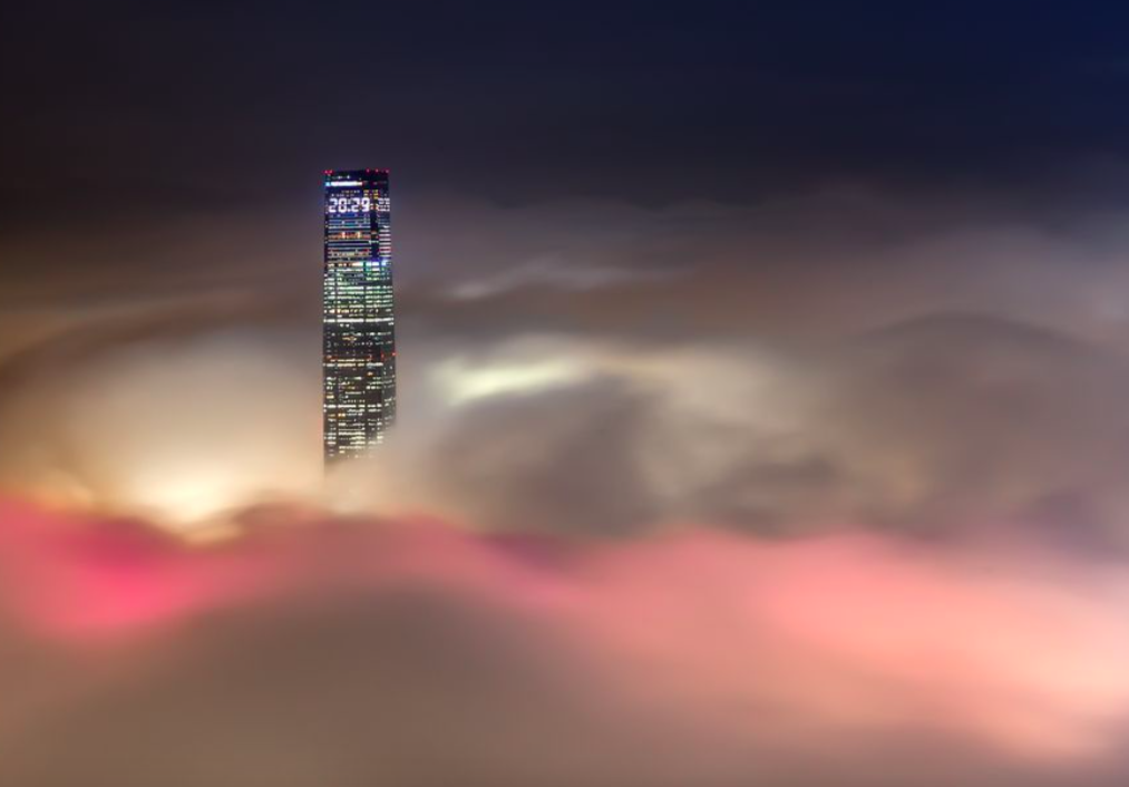 <p>There are only 2-3 times to capture this view of the tallest building – ICC Mal – in Hong Kong every year. (Pic: CP Lau) </p>