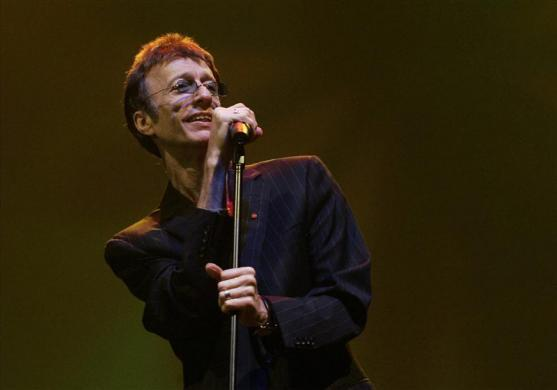 Former Bee Gees singer Robin Gibb performs at the Skywards Dubai International Jazz Festival in Dubai, March 1, 2008. REUTERS/Regi Varghese (UNITED ARAB EMIRATES)