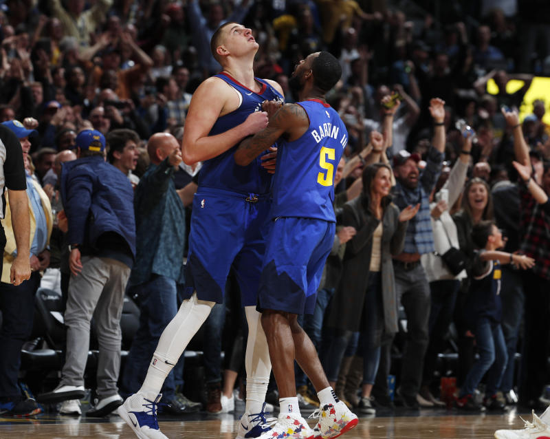 Jokic hits late jumper, Nuggets stun Sixers with big rally
