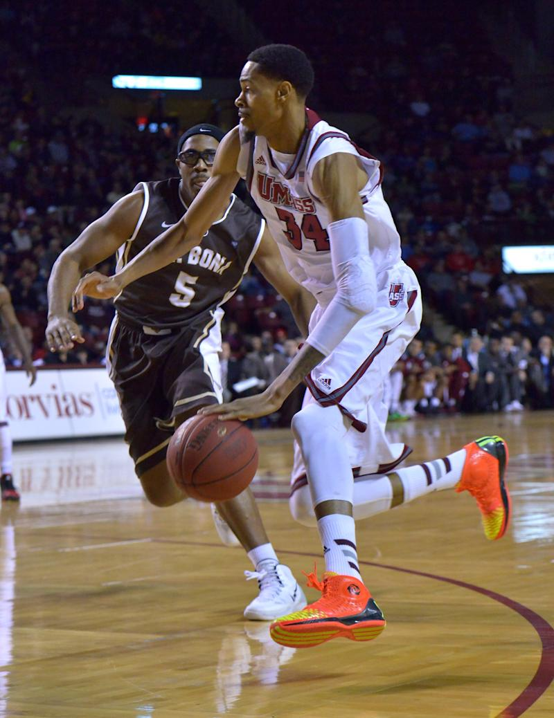 Davis lifts No. 19 UMass over Bonnies 73-68