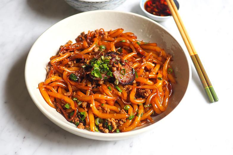 You can also order 'sam kan cheong' noodles at the same stall where the dry version is fragrant with fried shallots.