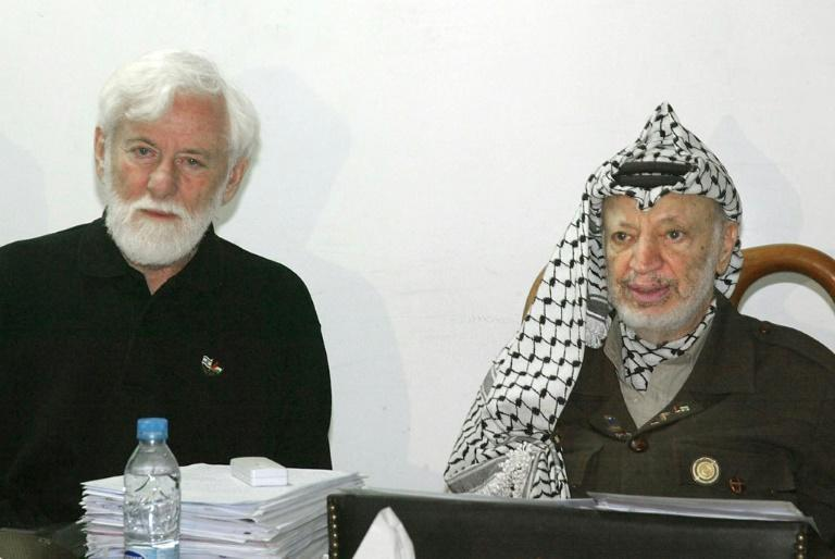 In this file photo taken on May 9, 2002, Palestinian leader Yasser Arafat (R) meets Israeli journalist and peace activist Uri Avnery at his office inside his partially destroyed compound in the West Bank city of Ramallah
