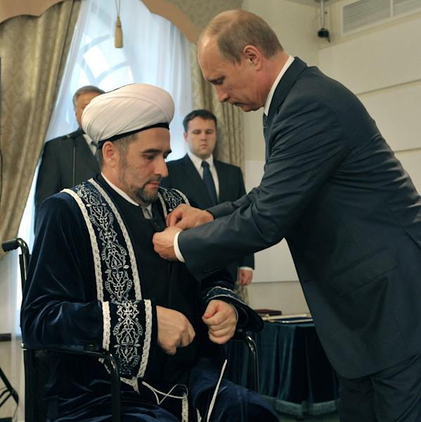 Russian President Vladimir Putin, right, gives a medal to Tatarstan's chief mufti Ildus Faizov in mufti's residence in Bolgar, about 700 kilometers (450 miles) east of Moscow, central Russia, Tuesday, Aug. 28, 2012. Chief mufti Ildus Faizov was wounded in the leg after an explosive device ripped through his car in central Kazan in July. (AP Photo/RIA-Novosti, Alexei Nikolsky, Presidential Press Service)