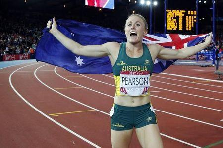 Sally Pearson of Australia celebrates after winning the gold medal in the women's 100m hurdles at the 2014 Commonwealth Games in Glasgow, Scotland, August 1, 2014. REUTERS/Suzanne Plunkett