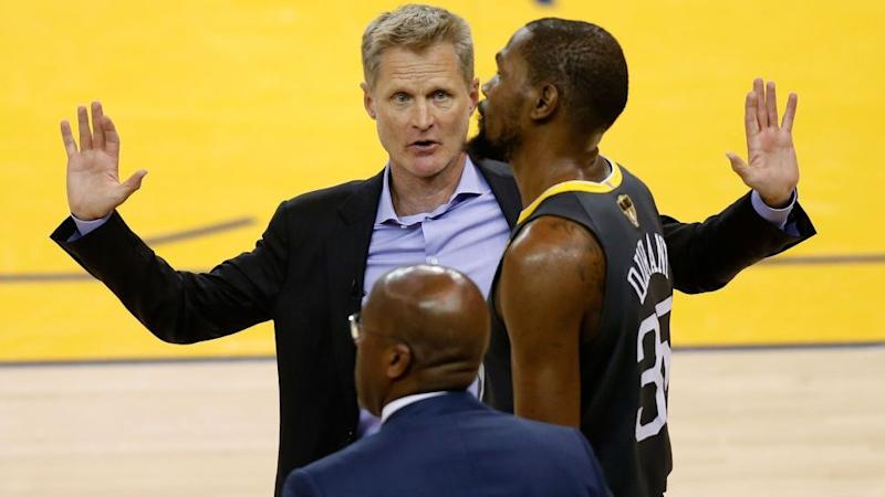 76545010e338 Steve Kerr   We re not moving the ball   Kevin Durant   We pass the ball  too much