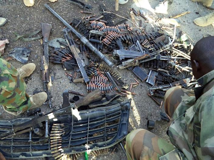 Nigerian soldiers show arms and ammunition recovered from Boko Haram Islamists during military operations in Dikwa on May 23, 2015 (AFP Photo/)
