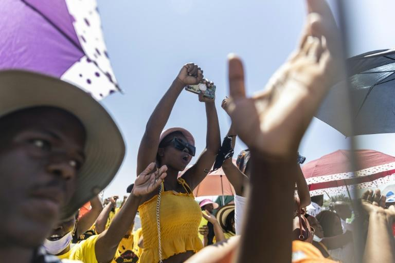 People sing during a collective 'welcome prayer' for Zuma (AFP/GUILLEM SARTORIO)
