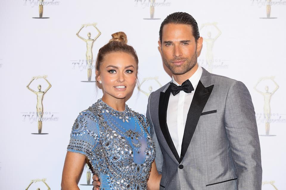 MEXICO CITY, MEXICO - MARCH 26:  Angelique Boyer and Sebastian Rulli attend Premios Tv y Novelas 2017 at Televisa San Angel on March 26, 2017 in Mexico City, Mexico.  (Photo by Victor Chavez/WireImage)