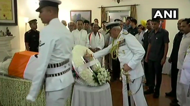 <p>Chief of Naval Staff Admiral Sunil Lanba paying tribute to Vajpayee at his residence. </p>