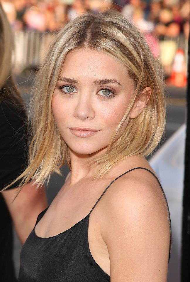 "<a href=""http://movies.yahoo.com/movie/contributor/1800209858"">Ashley Olsen</a> at the Los Angeles premiere of <a href=""http://movies.yahoo.com/movie/1810044687/info"">The Hangover</a> - 06/02/2009"