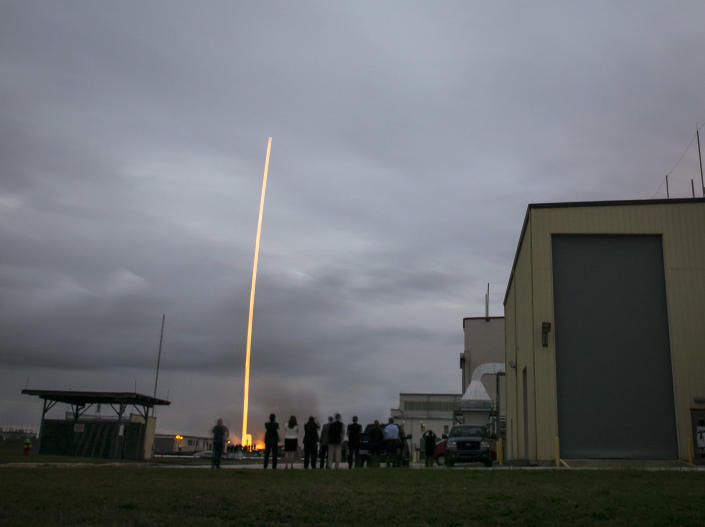 Orion team members watch the United Launch Alliance Delta IV Heavy rocket with the Orion spacecraft lift off from Cape Canaveral on December 5, 2014, in Florida (AFP Photo/Bill Ingalls )
