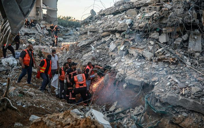 Palestinian civil defense teams take part in rescue works at the rubbles of a building belonging to a Palestinian family after Israeli fighter jets conducted airstrikes in Beit Lahia, Gaza on - Mustafa Hassona/Anadolu