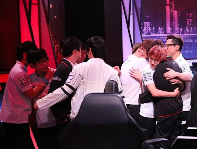 Samsung White and Samsung Blue embrace after their final confrontation (lolesports)