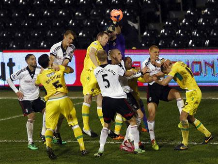 Sheffield United goalkeeper David Stockdale (C) punches the ball clear during their English FA Cup soccer match against Fulham at Craven Cottage in London February 4, 2014. REUTERS/Eddie Keogh